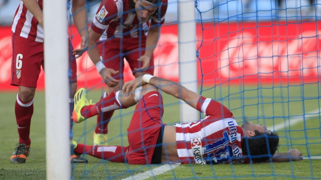 Diego Costa se golpea duramente tras marcar el segundo tanto