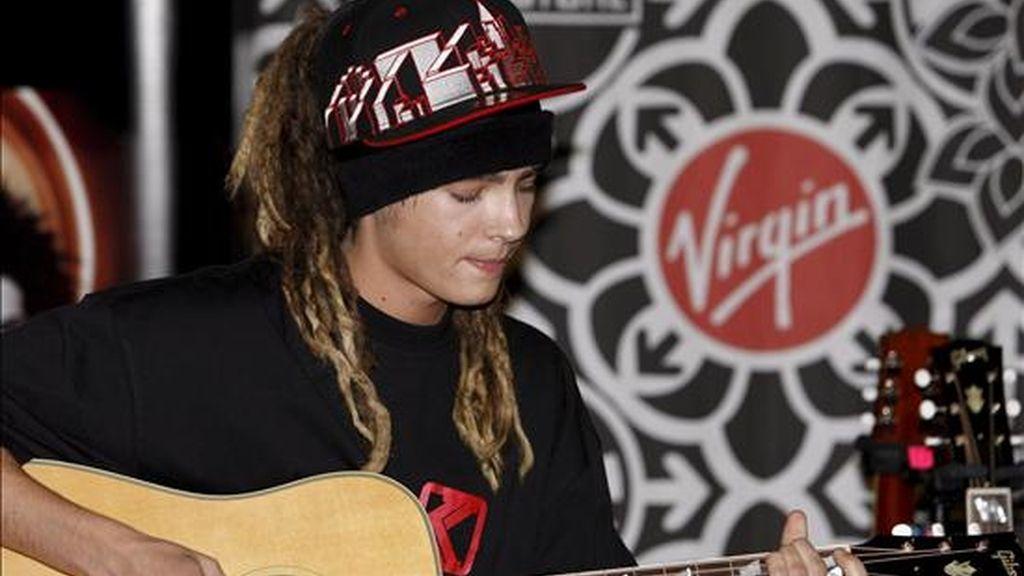 Tom Kaulitz de la banda alemana Tokio Hotel, durante una presentación en la megatienda Virgin en Times Square, en la ciudad de Nueva York (EEUU). EFE/Archivo