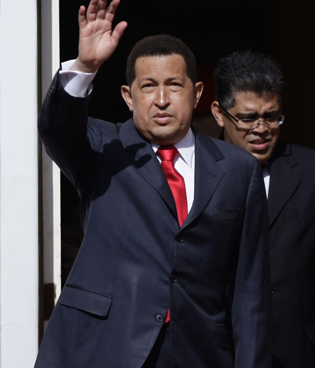Chávez se despide de Venezuela en su marcha a Cuba