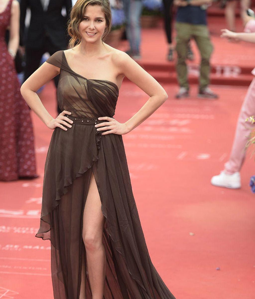 Natalia Sánchez con un vestido de Ion Fiz