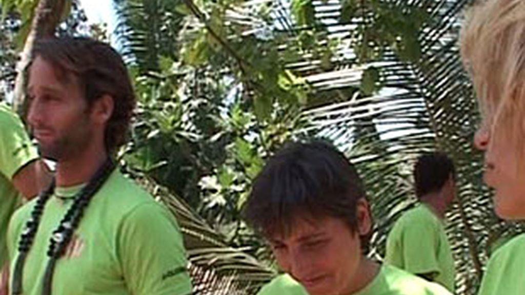 Juanito le ha quitado el collar de líder a Álvaro.