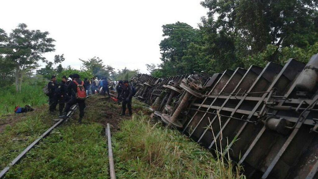 El descarrilamiento de un tren con indocumentados deja numerosos muertos y heridos en México