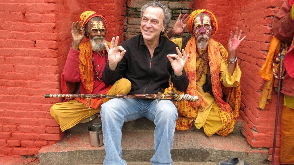 José Coronado y su hijo exploran el Tíbet nepalí de la mano de Jesús Calleja