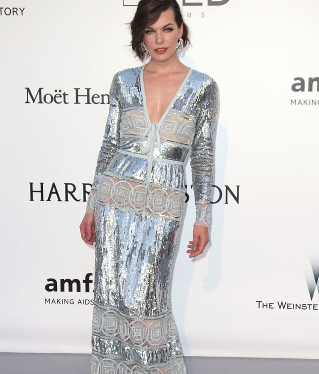 Milla Jovovich de plateado por Elie Saab