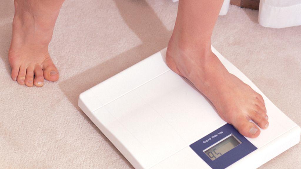 ¿Qué cinco claves debes seguir para medir tu peso real sobre la báscula?