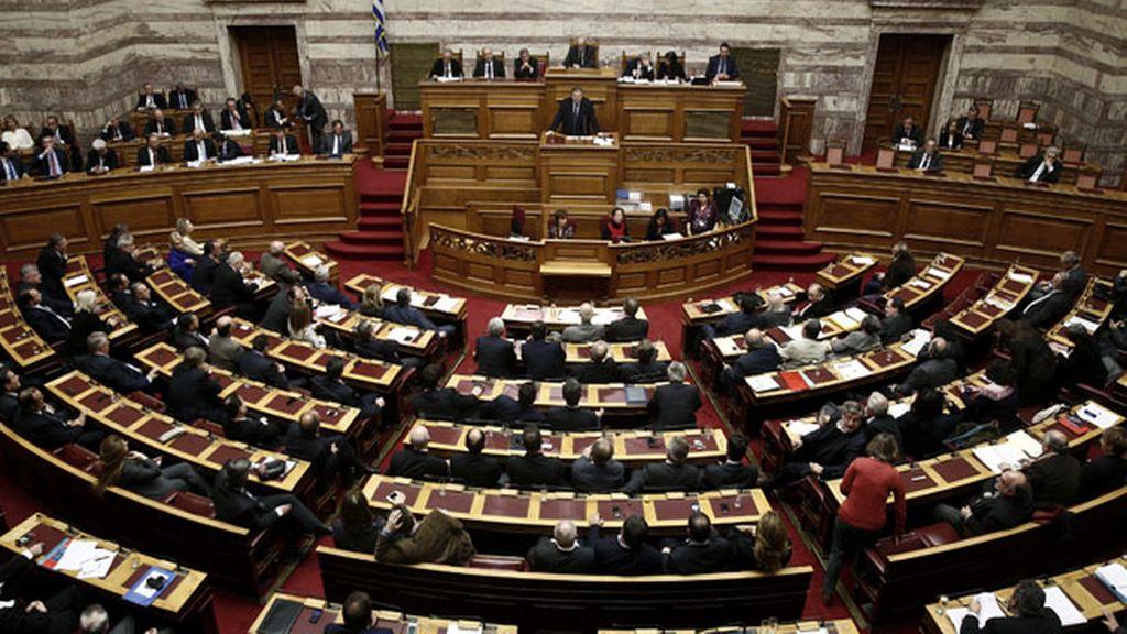 Grecia aprueba los Presupuestos con un recorte de 3.000 millones