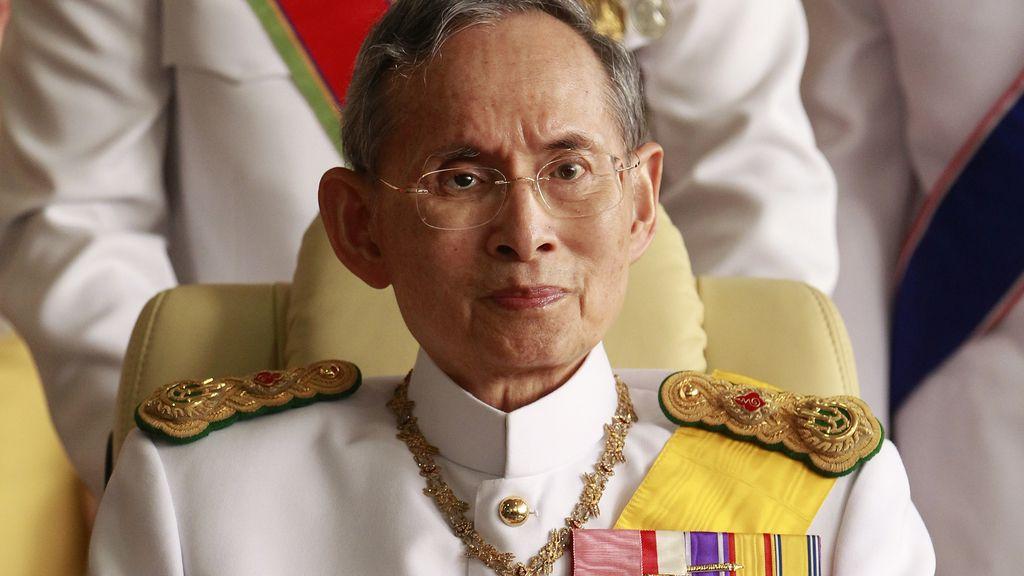 """Tailandia detiene a un usuario de Facebook tras dar a """"like"""" a una foto contra el rey"""
