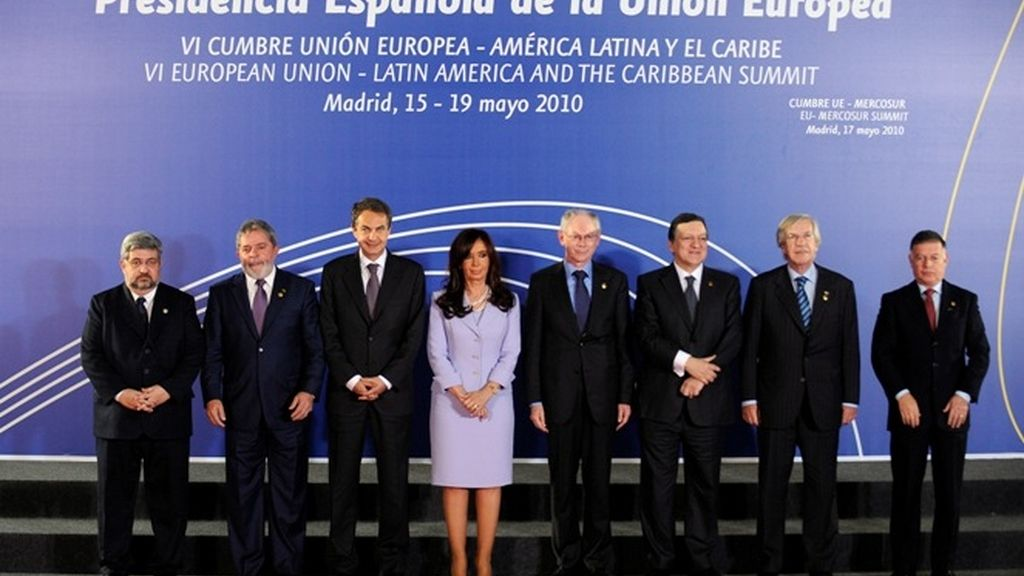 Zapatero, Van Rompuy, Durao Barroso entre otros, asisten a la Cumbre de Madrid.