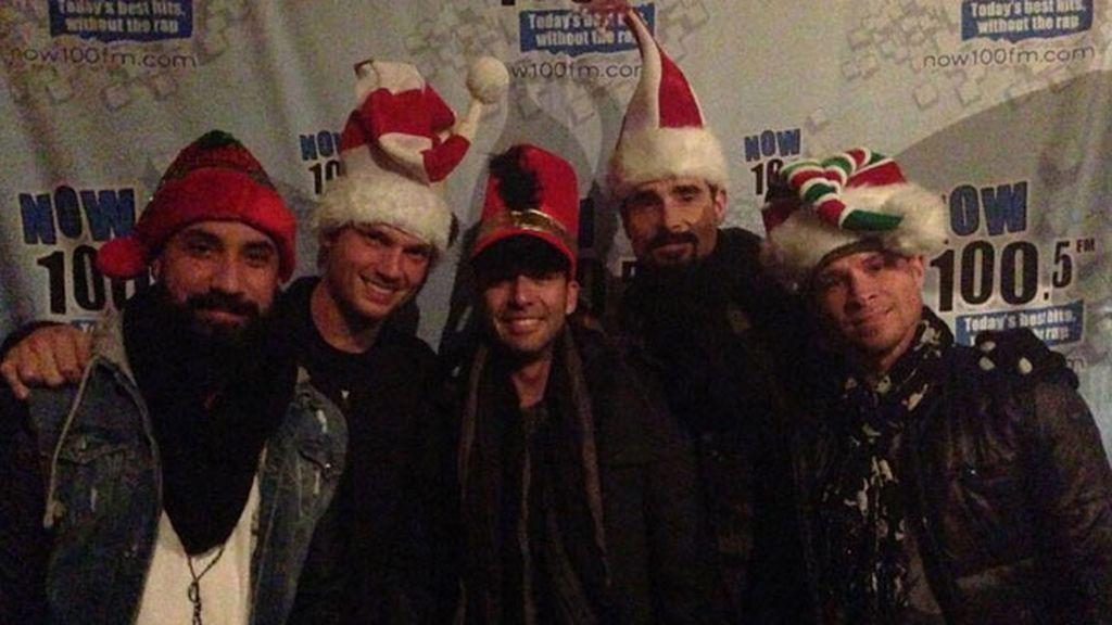 Los BackStreet Boys felicitan la Navidad con unos simpáticos gorros navideños