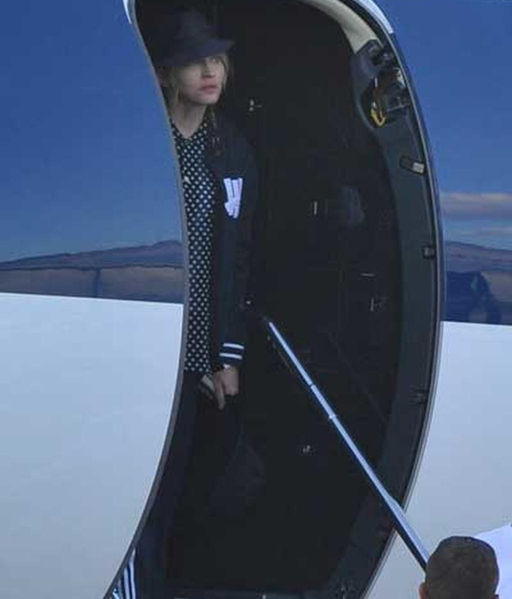 Madonna, a su llegada al aeropuerto de Le Bourget