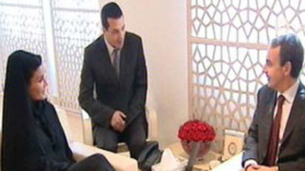 Zapatero se reúne con mujer del emir de Qatar