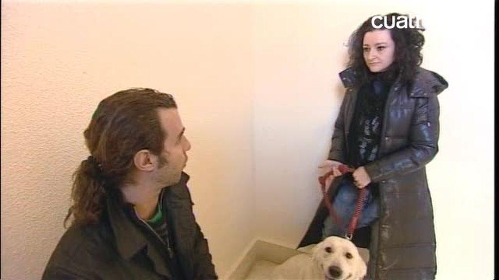 Borja enseña a la dueña de Aslan a pasear a su perro