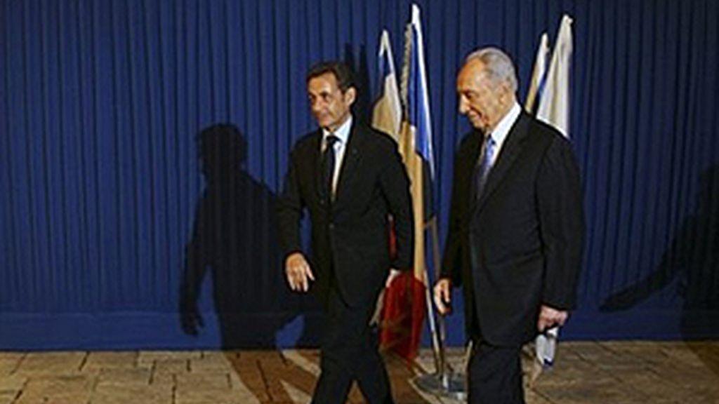 Sarkozy llama a un alto el fuego inmediato en la zona. Vídeo: Informativos Telecinco.
