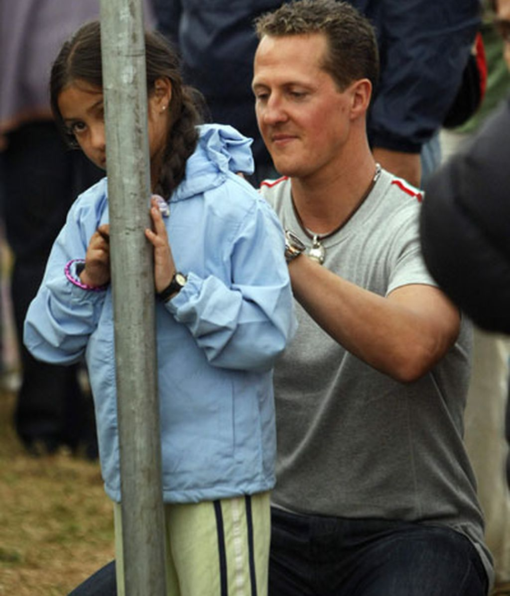 Schumacher con los afectados por el seísmo de Costa Rica