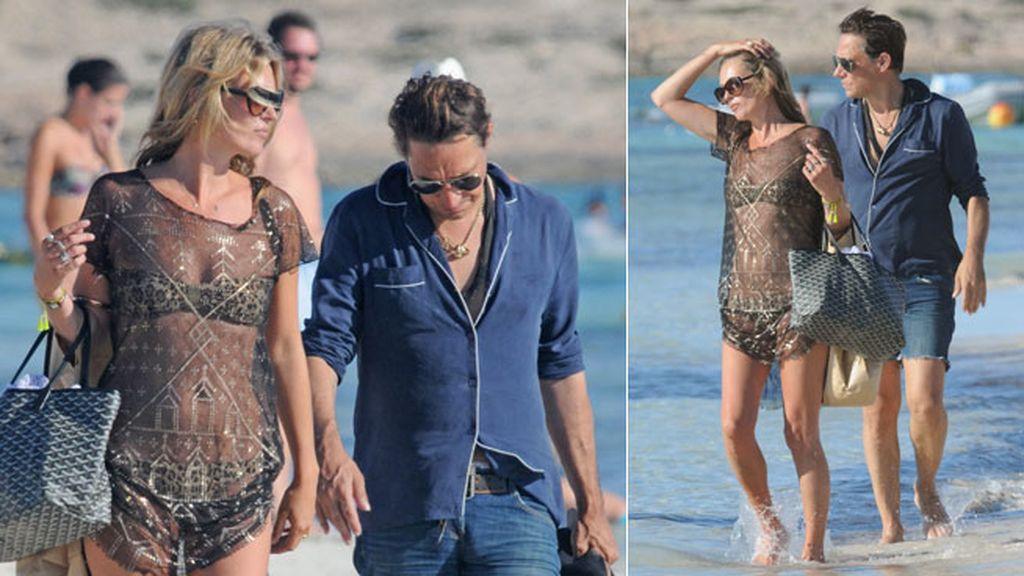 Kate Moss disfruta de sus vacaciones con su marido y con su hija