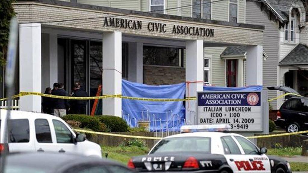 Fotografía deen la que se observa el edificio de la Asociación Cívica Americana de Binghamton, Nueva York (EEUU), donde un hombre armado tomó a un grupo de rehenes y disparó contra numerosas personas. EFE