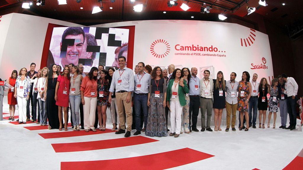 Pedro Sánchez y la nueva Ejecutiva socialista. Foto:EFE