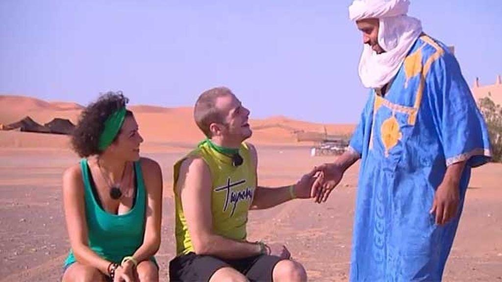 Álex ha engañado a sus compañeros y muchos piensan que sabe hablar árabe