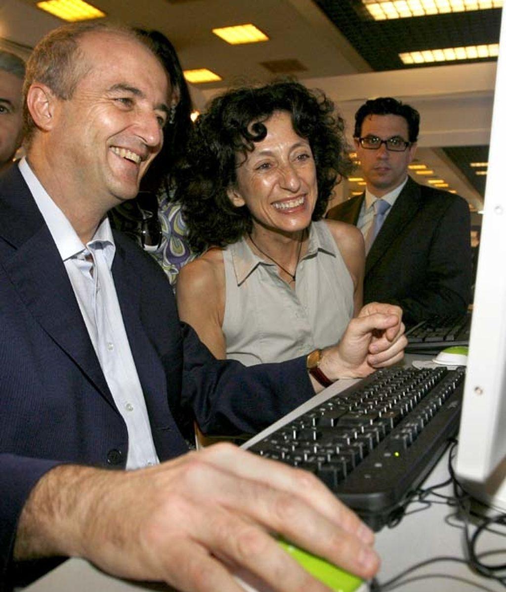 Mercedes Cabrera y Miguel Sebastián en el Congreso de Internet en las Aulas. Foto: EFE