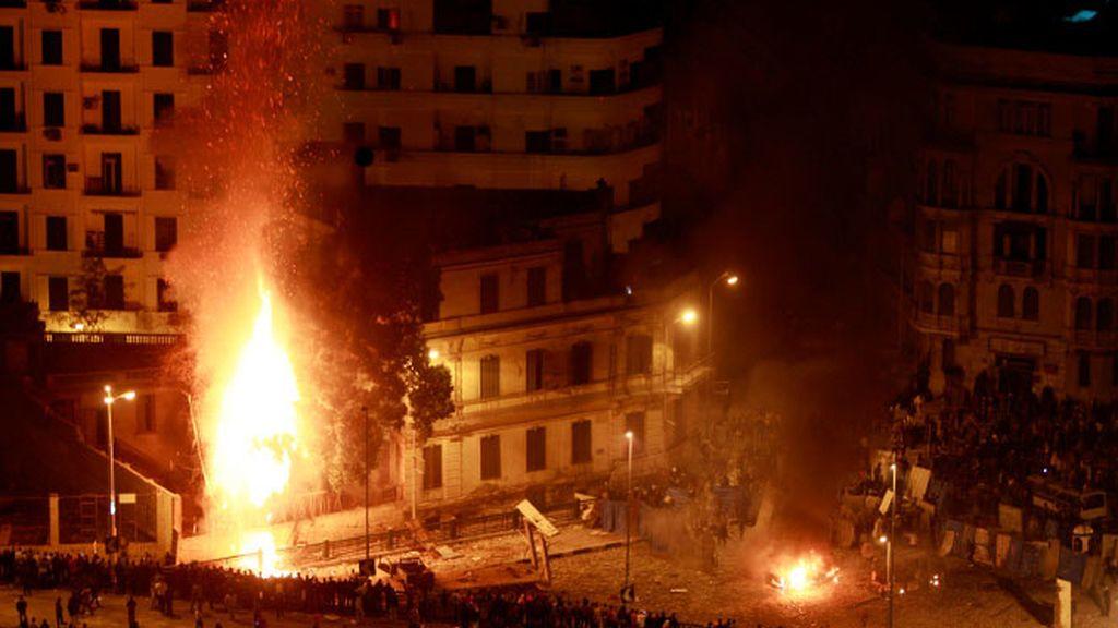 Mubarak lanza a sus partidarios a la calle para aplastar la revuelta contra su régimen