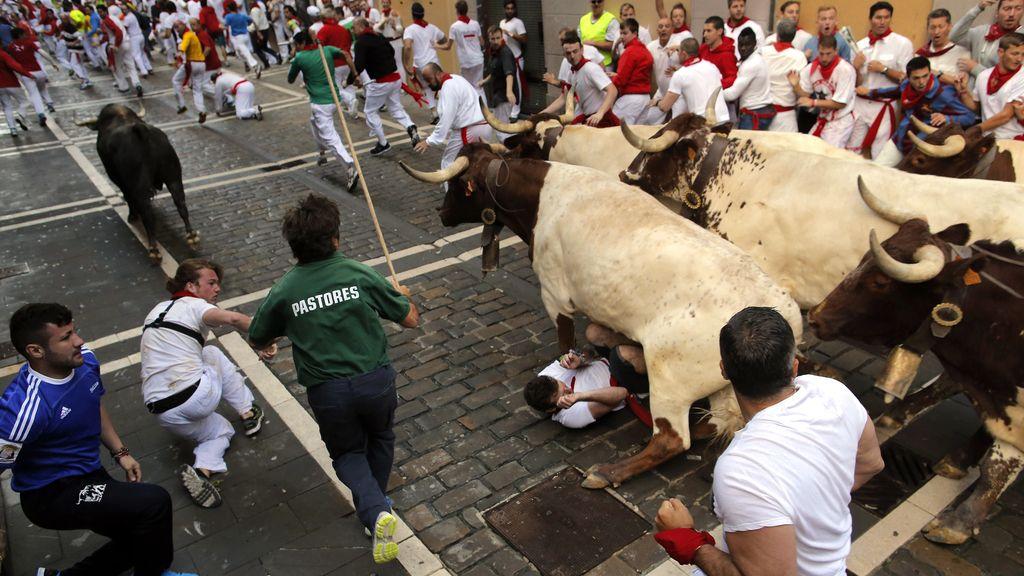 Tres heridos, uno de ellos grave, en el encierro de los toros de Dolores Aguirre en Sanfermines