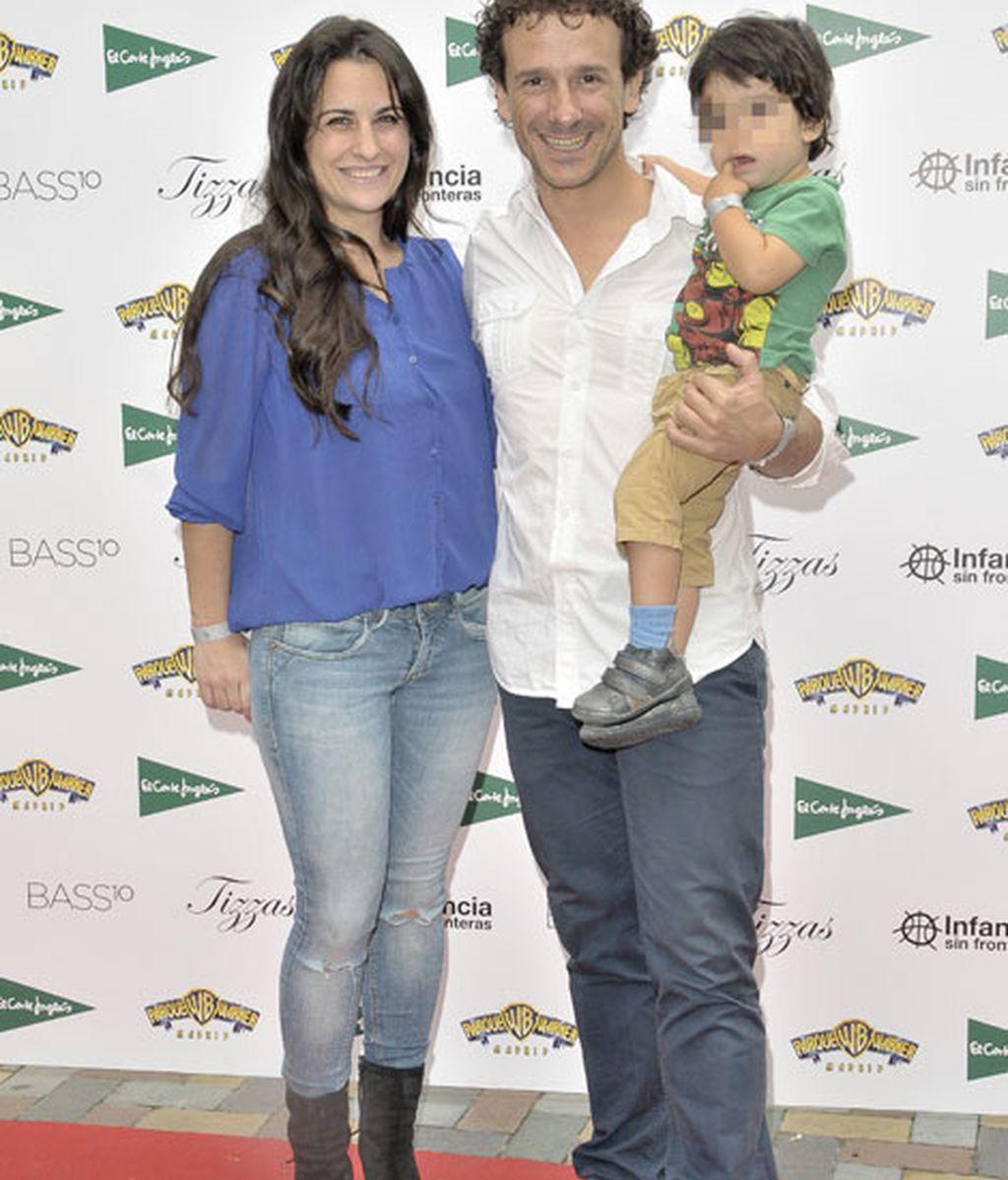 Victor Ullate, acompañado por su chica y su hijo