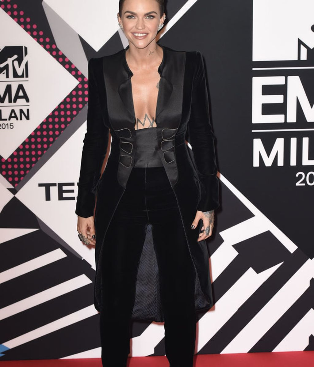 Ruby Rose, look masculino de Armani