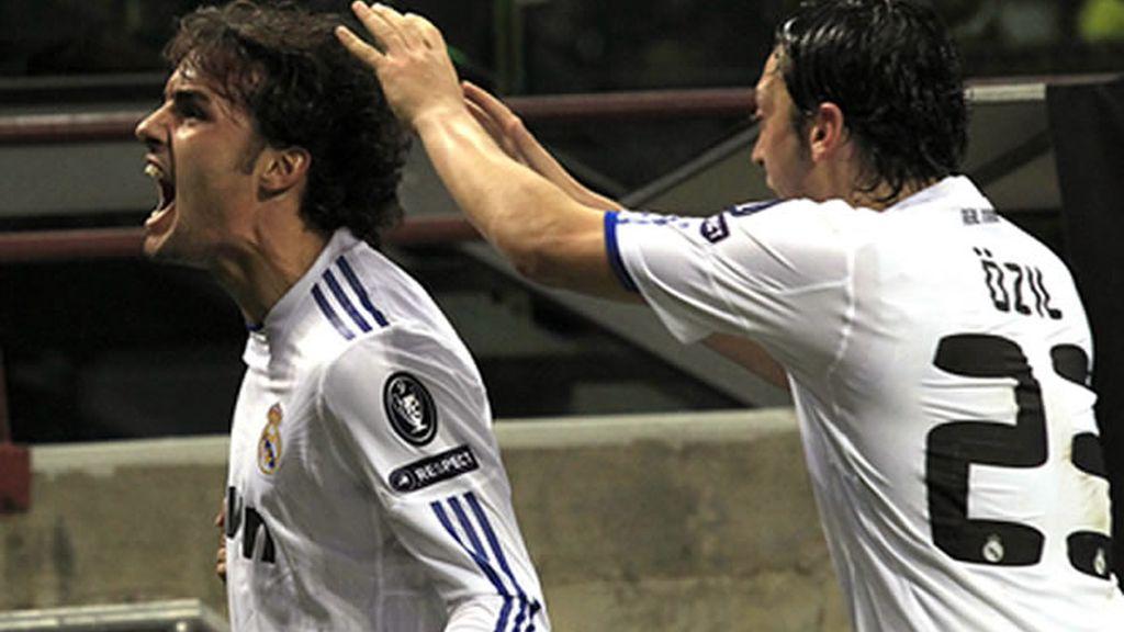 Pedro León celebrando el Gol ante el Milan