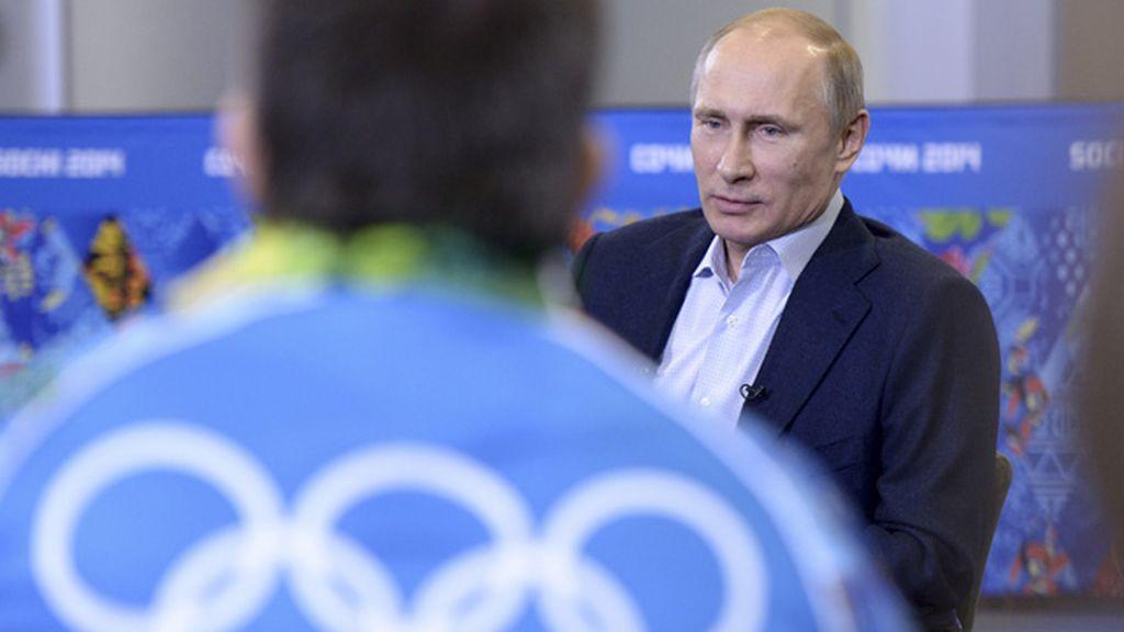 """Putin asegura que Rusia """"no persigue"""" a los homosexuales"""