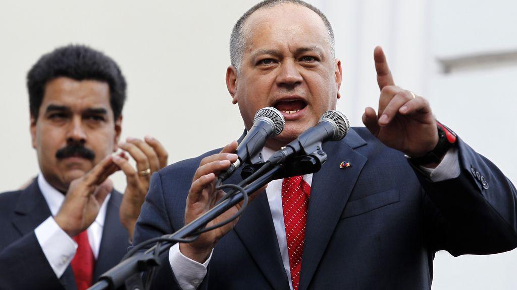 El presidente de la Asamblea Nacional venezolana, Diosdado Cabello, acompañado del vicepresidente, Nicolás Maduro. Foto: Reuters