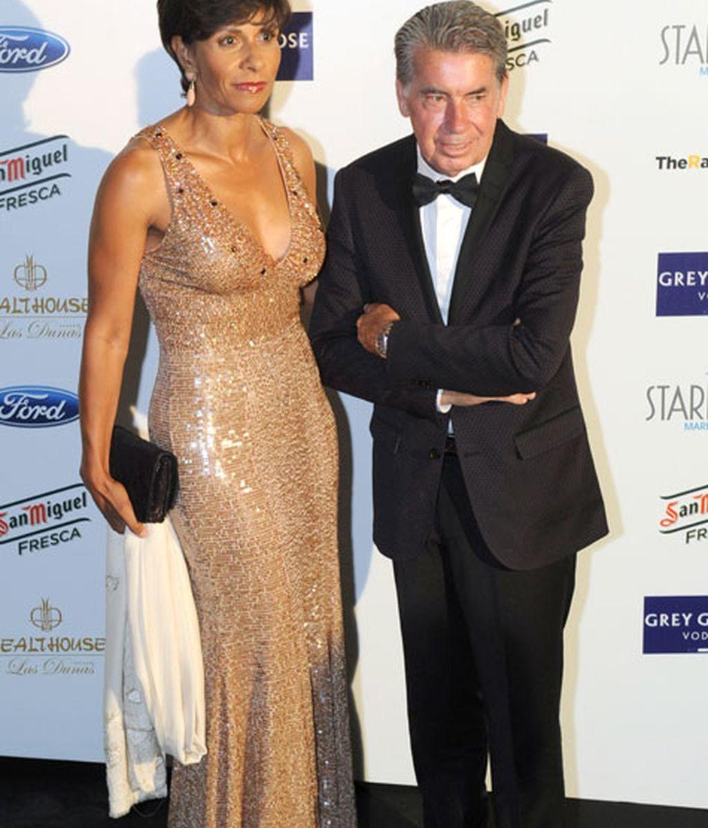 Manolo Santana junto a Claudia Rodríguez