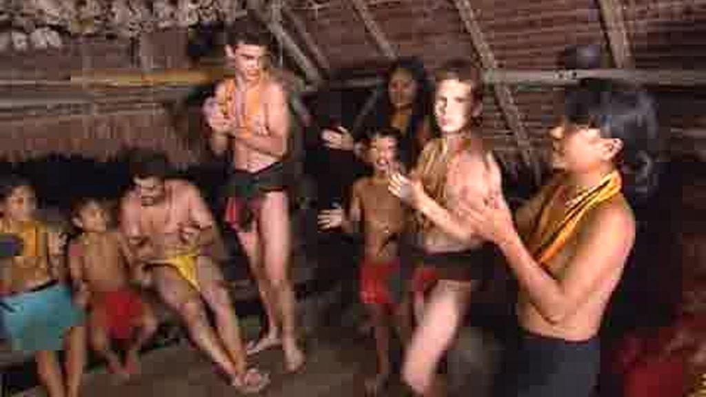 IMÁGENES INÉDITAS. Canciones y bailes mentawai