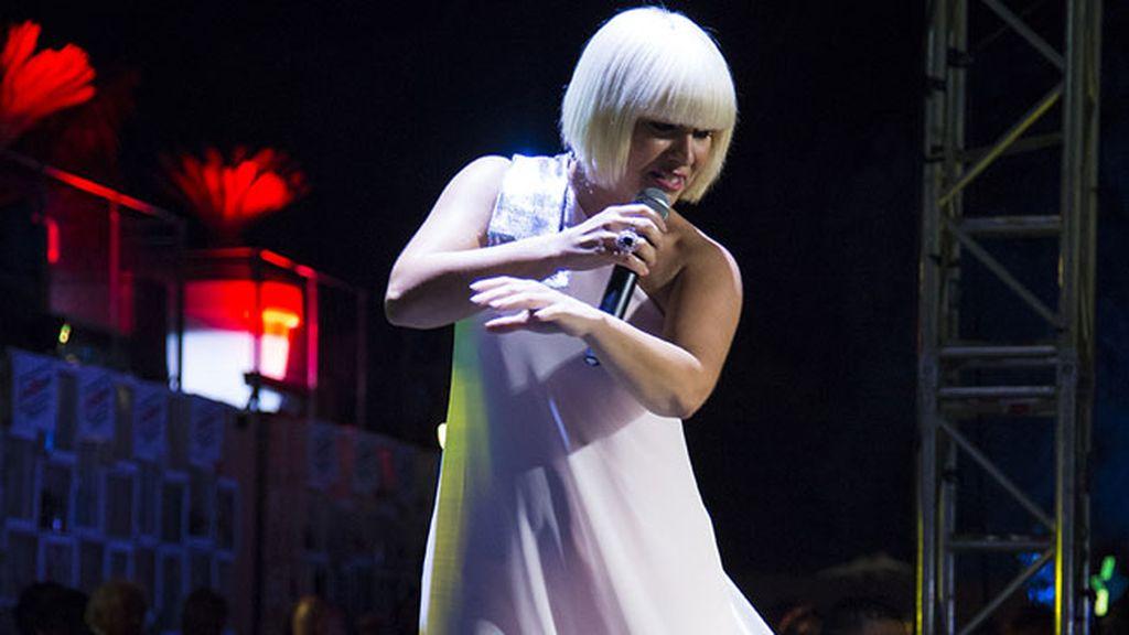 Pasión Vega durante su actuación en el festival