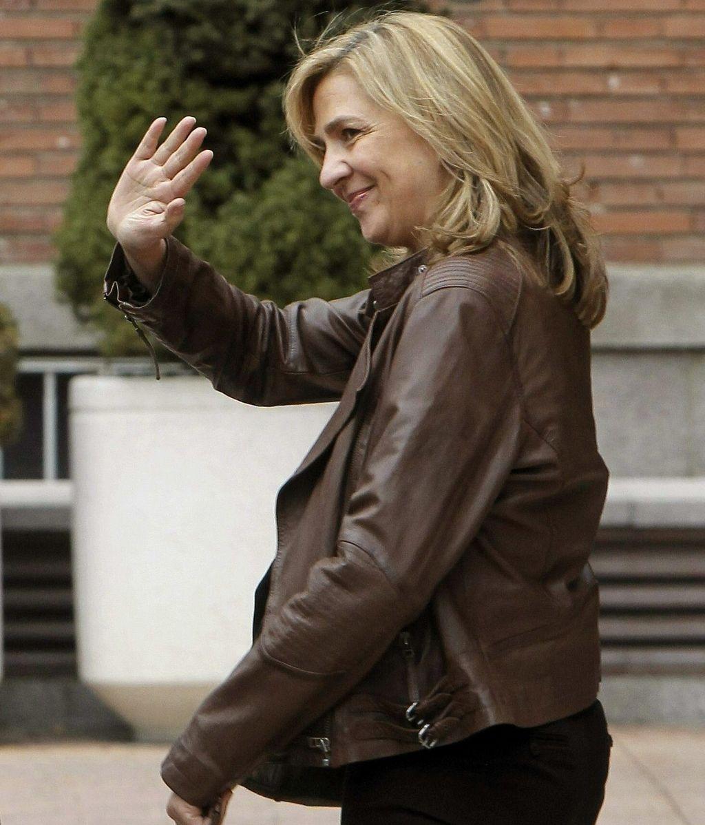 La Infanta Cristina saliendo de la clínica La Milagrosa