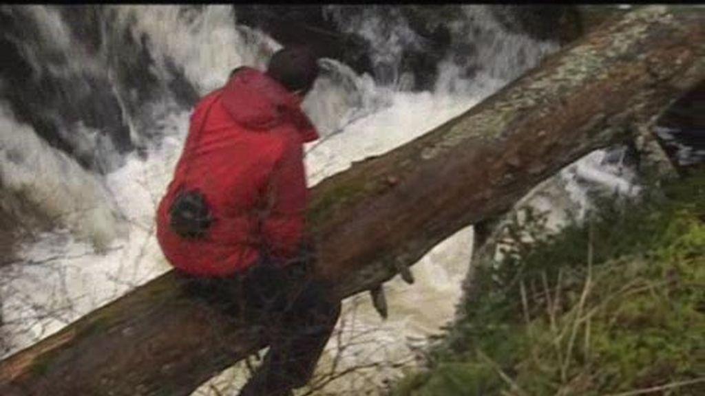 Escocia: El último superviviente nos enseña a cruzar un acauladado río