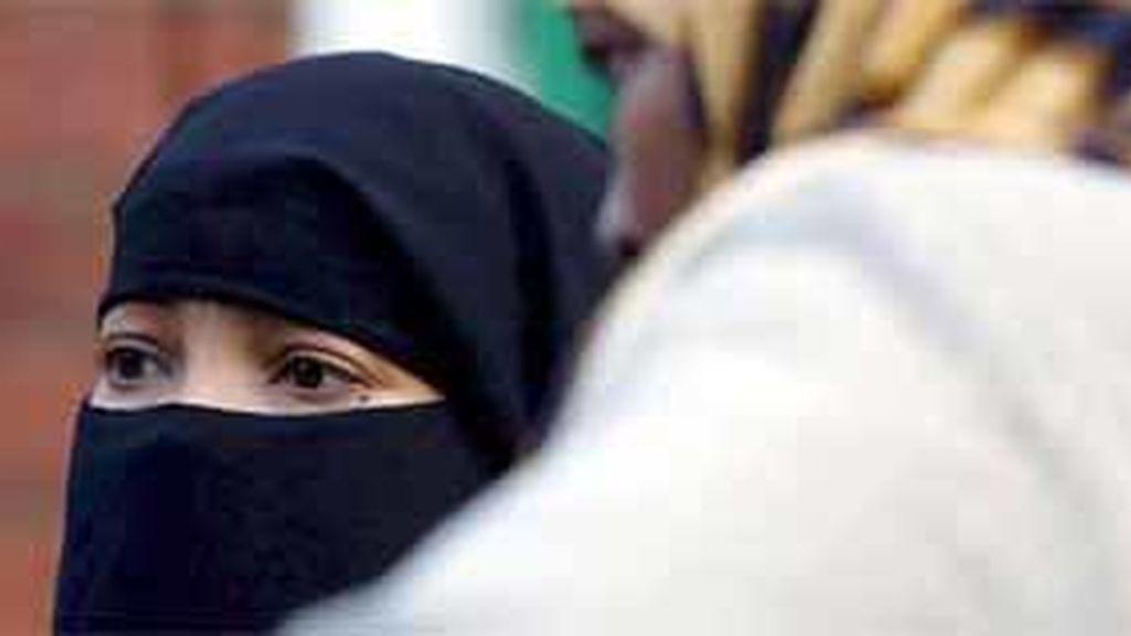 En Francia, funcionarios no pueden mostrar signos religiosos de forma ostentosa en el ejercicio de sus funciones. Foto: EFE.