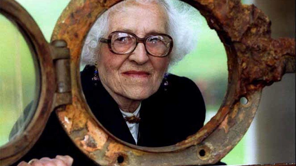 Millvina Dean a los 82 años en una exposición del transatlántico en 1995.