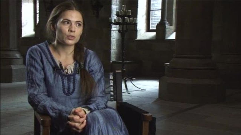 Hayley Atwell  interpreta a Aliena