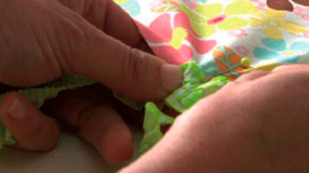 Tricotosas 37: Vestido de volante para niña