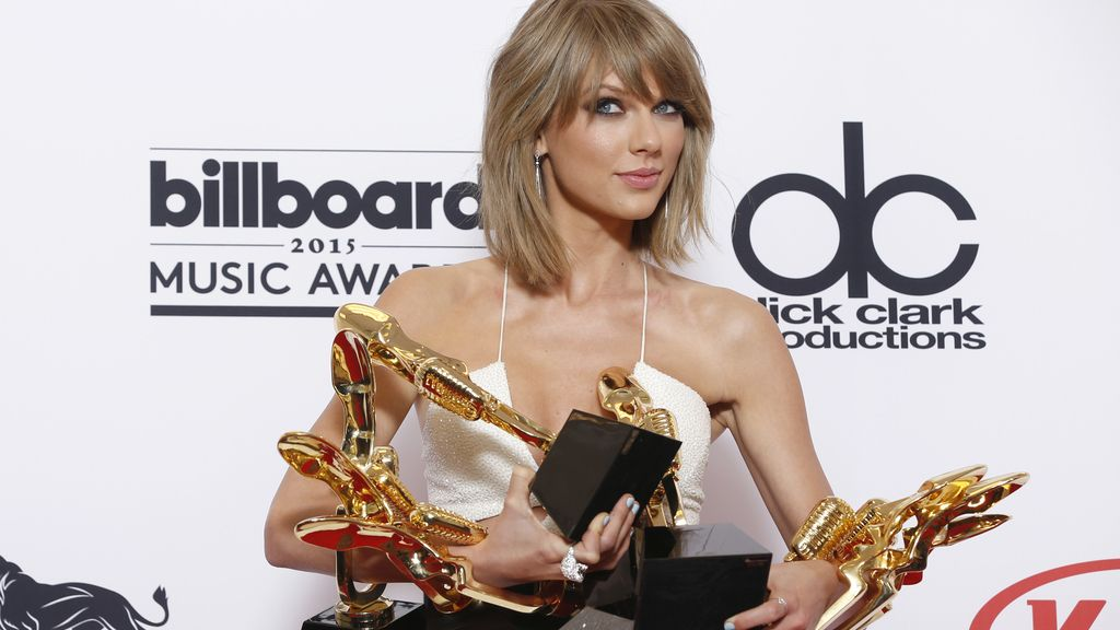Taylor Swift triunfa en los Billboard