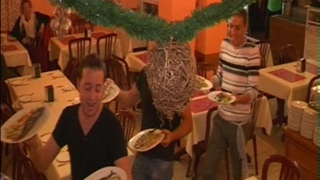 Para algunos camareros servir es divertido en Nochebuena