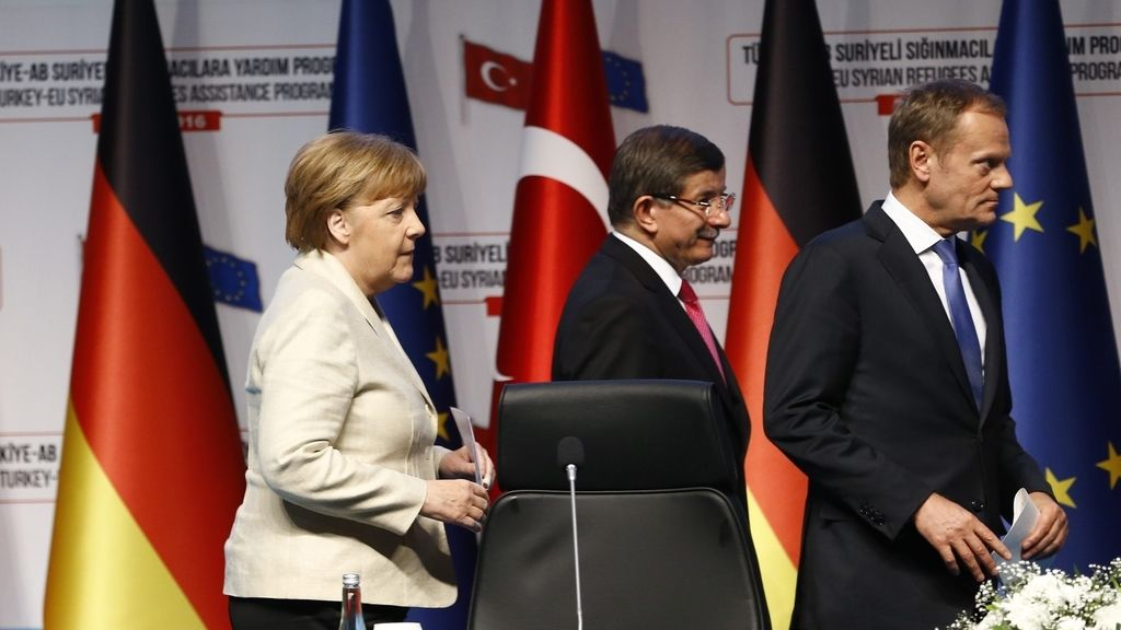 Merkel, Davutoglu y Tusk