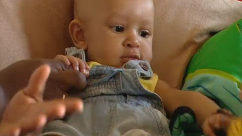 La increíble lucha de unos padres por salvar la pierna de su bebé