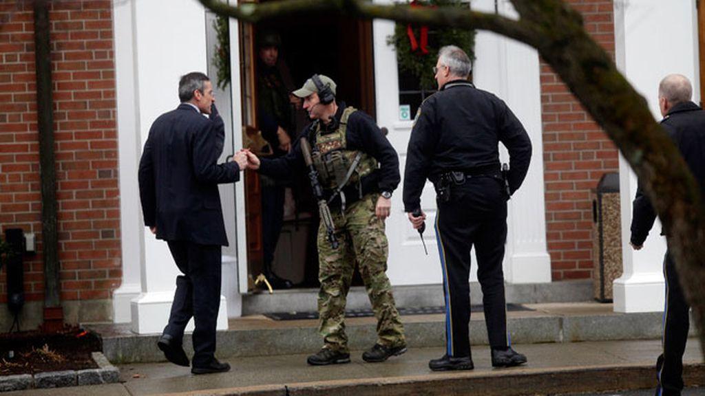 Swat y policía ante la iglesia amenazada de bomba