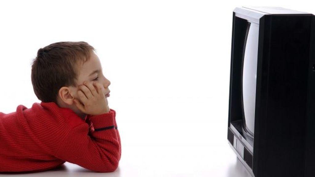 Niño viendo la tele