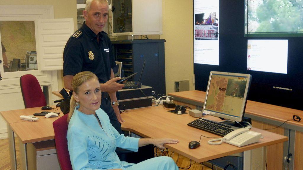 Cristina Cifuentes reaparece tras recuperarse de su accidente de moto