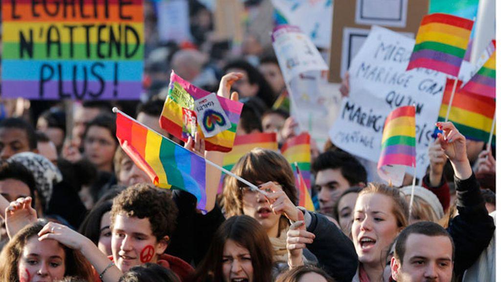 Miles de personas se manifiestan en París a favor del matrimonio homosexual