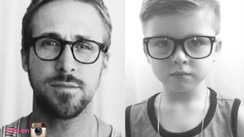 Con gafitas y camiseta de tirantes, Ryan y Ryker parecen gemelos