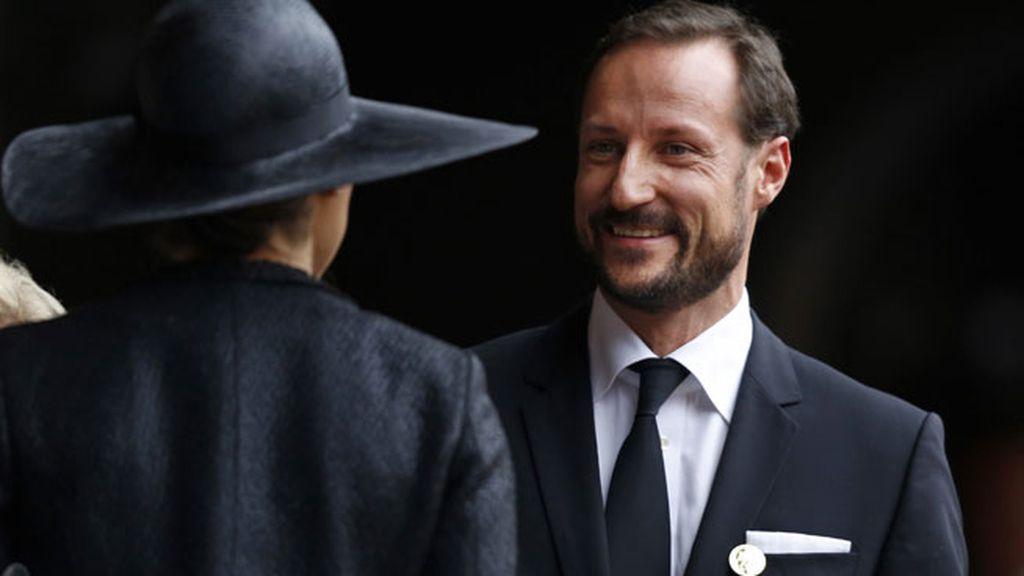 El Príncipe Haakon de Noruega en la despedida de Mandela
