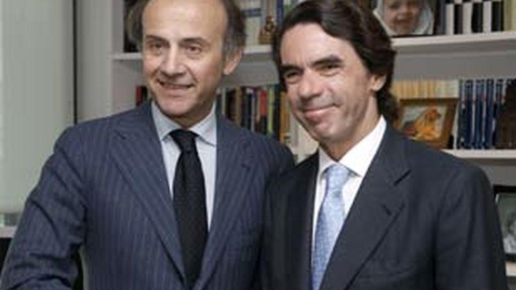 El ex presidente matiza que España no puede seguir creando 7.000 parados diarios. Vídeo: Informativos Telecinco
